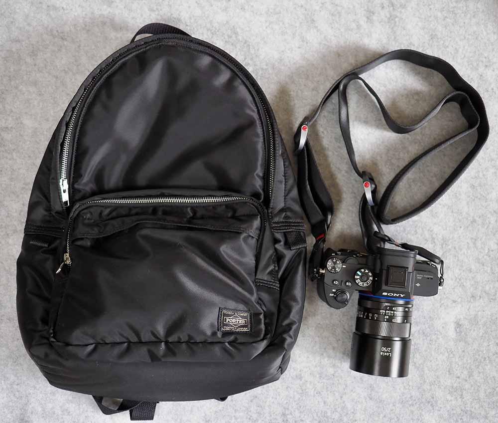 タンカーデイパックとミラーレスカメラ